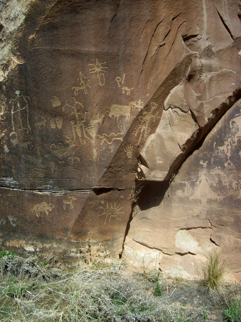 photo of petroglyphs