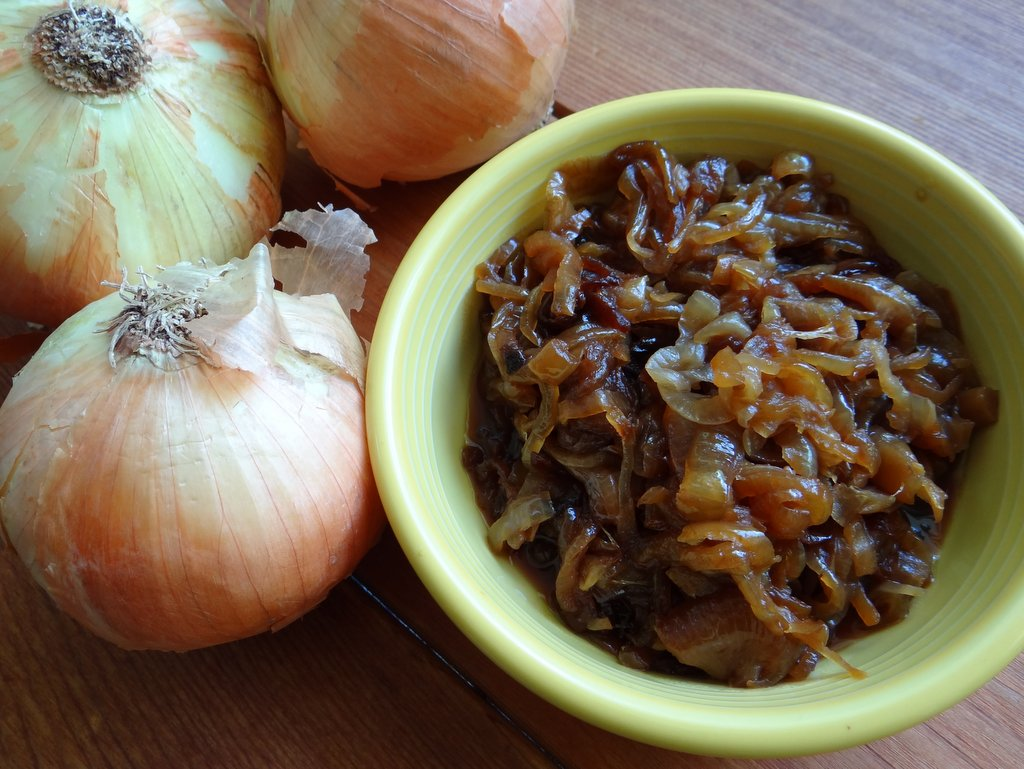 photo of raw onions and caramelized