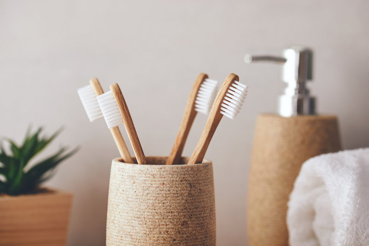 5 Tips for Non-Toxic Dental Care | Phoenix Helix